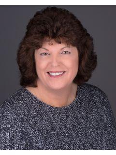 Lynda Carper of Home Advantage Photo