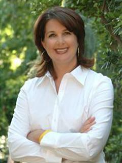 Daniella Ellicott of CENTURY 21 Bundesen